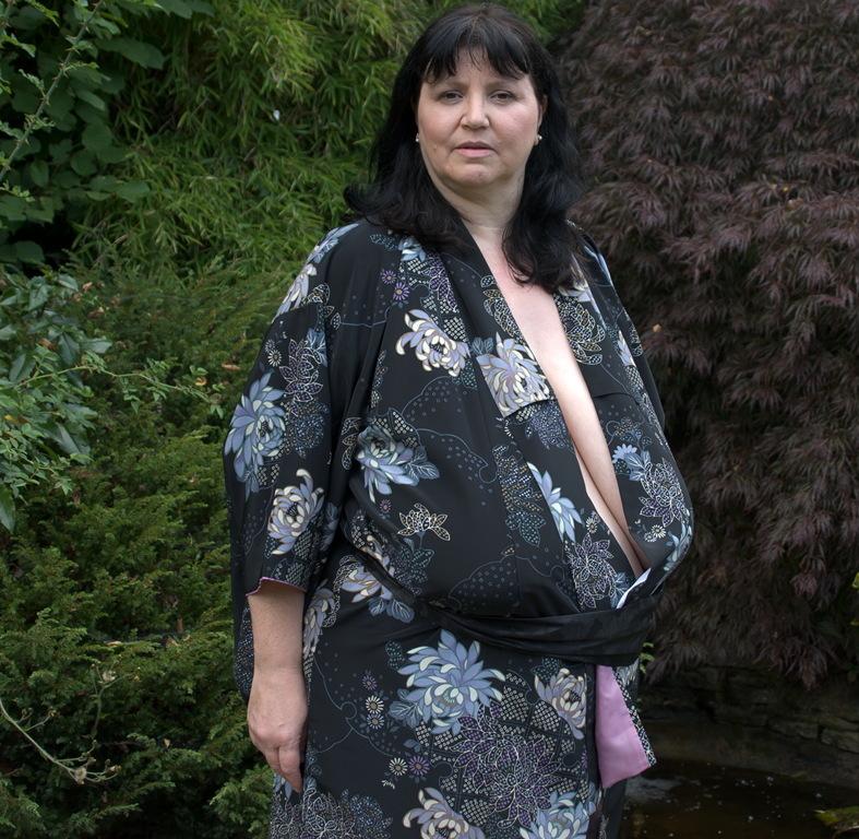пожилые женщины с большой отвисшей грудью безсексовое